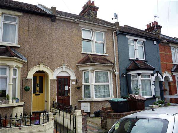 3 Bedrooms Terraced House for sale in Portland Avenue, Gravesend