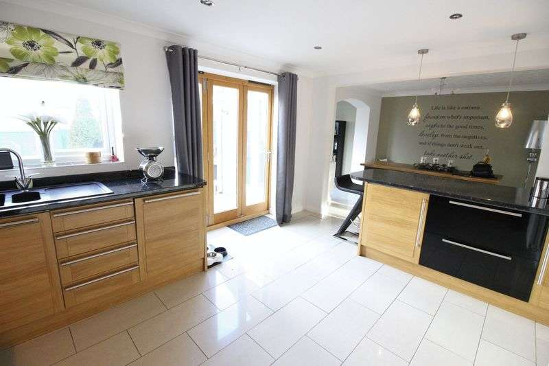 4 Bedrooms Detached House for sale in Mulberry Way, Leek, Staffordshire ST13