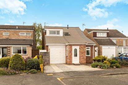 3 Bedrooms Detached House for sale in Lloyd Close, Hampton Magna, Warwick, .