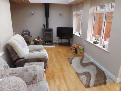 2 Bedrooms Bungalow for sale in Bradbourne Avenue, Wilford, Nottingham