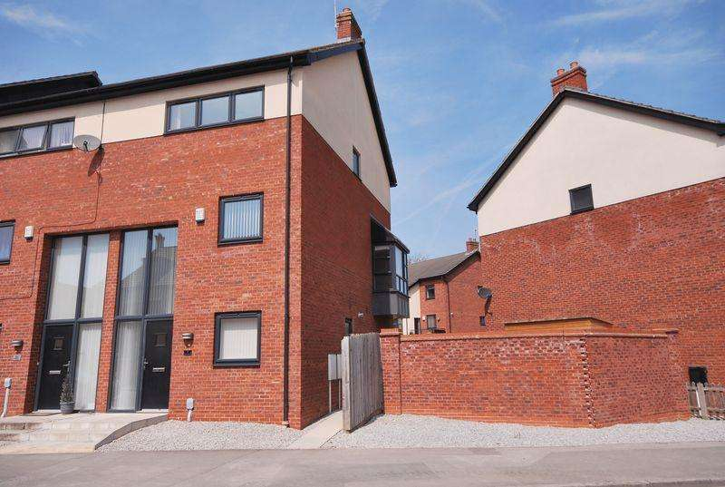 4 Bedrooms Town House for sale in Beverley Parklands, Beverley