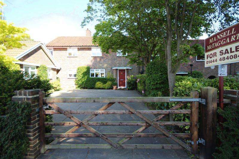 4 Bedrooms House for sale in Chaloner Road, Lindfield, West Sussex