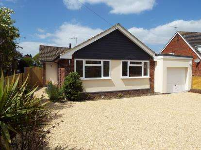 3 Bedrooms Bungalow for sale in Waltham Chase, Southampton, Hants