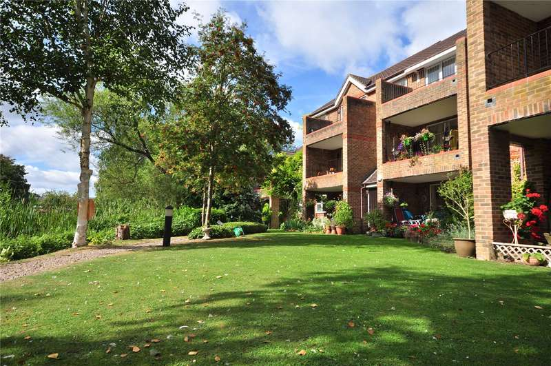 2 Bedrooms Apartment Flat for sale in Salters Close, Rickmansworth, Hertfordshire, WD3