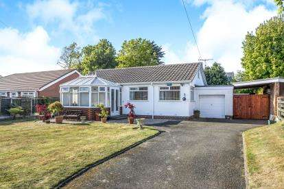 3 Bedrooms Bungalow for sale in Buckingham Grove, Formby, Liverpool, Merseyside, L37