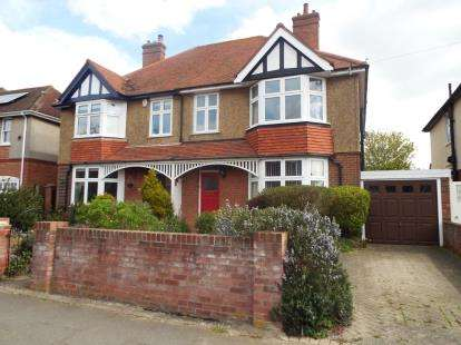 4 Bedrooms Semi Detached House for sale in Frinton-On-Sea, Essex