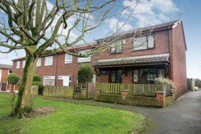 3 Bedrooms End Of Terrace House for sale in Paythorne Green, Offerton, Stockport, Cheshire
