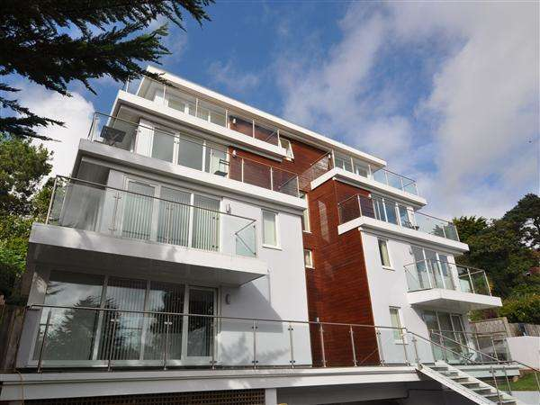 2 Bedrooms Penthouse Flat for sale in Lower Parkstone
