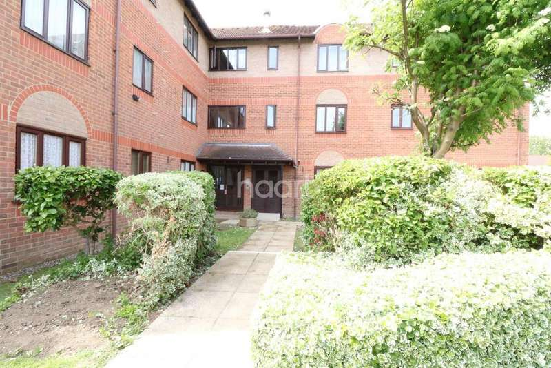 2 Bedrooms Flat for sale in Capel Drive, Felixstowe