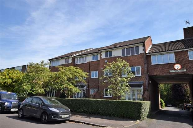 1 Bedroom Flat for sale in Chingford Avenue, London