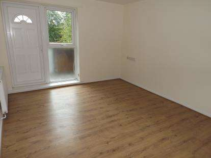 1 Bedroom Maisonette Flat for sale in Grelley Walk, Manchester, Greater Manchester, Uk