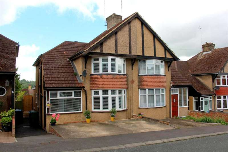 3 Bedrooms Semi Detached House for sale in EXTENDED 3 BED SEMI in Cedar Walk, HP3