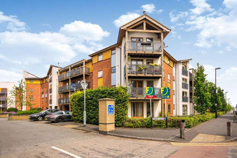 2 Bedrooms Flat for sale in Harry Close, Croydon, CR0