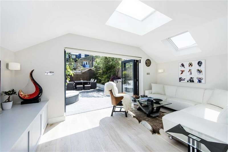 2 Bedrooms Flat for sale in Langthorne Street, Fulham, London