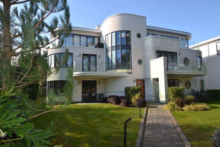3 Bedrooms Apartment Flat for sale in Canford Cliffs, Poole BH13
