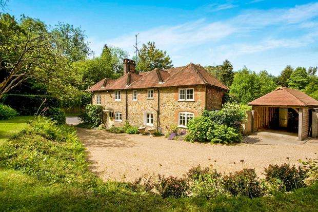 4 Bedrooms Detached House for sale in Haslemere, Surrey, United Kingdom