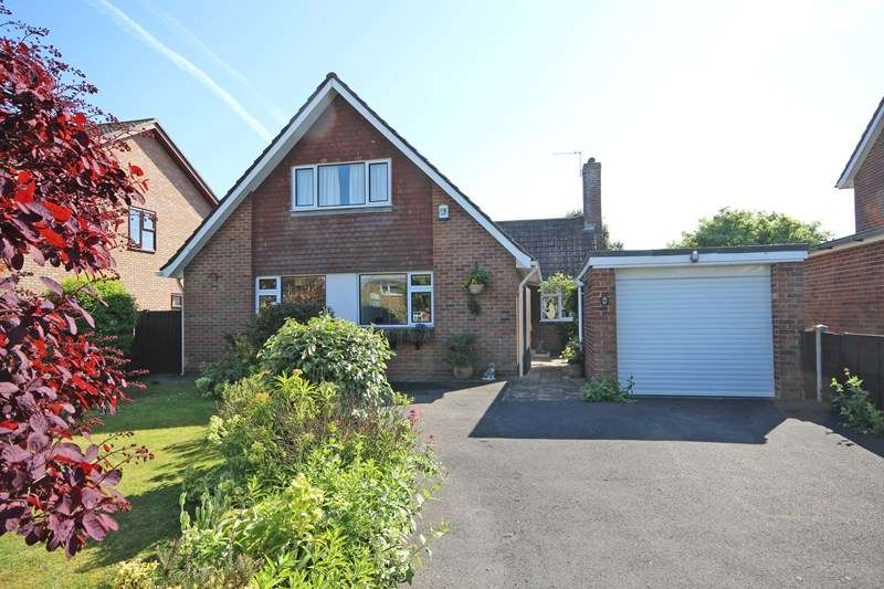 4 Bedrooms Chalet House for sale in Barton Drive, Barton On Sea, New Milton