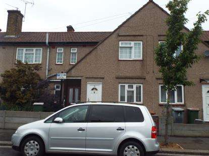 3 Bedrooms Maisonette Flat for sale in East Ham, London
