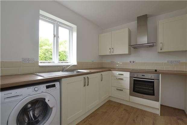 2 Bedrooms Flat for sale in Lakeside, Ducklington Lane, WITNEY