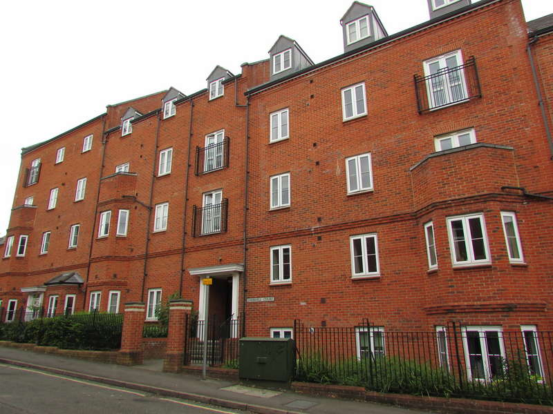 2 Bedrooms Apartment Flat for sale in Cherwell Court, Britannia Road