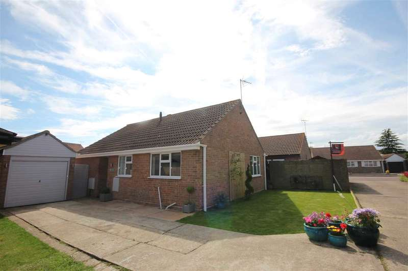 3 Bedrooms Bungalow for sale in Stanmore Close, Clacton-On-Sea