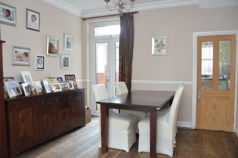 4 Bedrooms Terraced House for sale in Albany Road, Romford