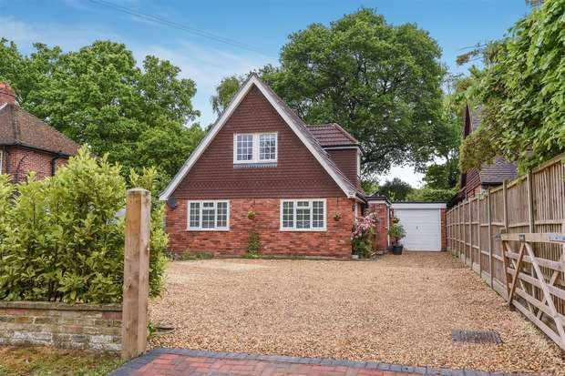 4 Bedrooms Detached House for sale in St Johns Street, CROWTHORNE, Berkshire