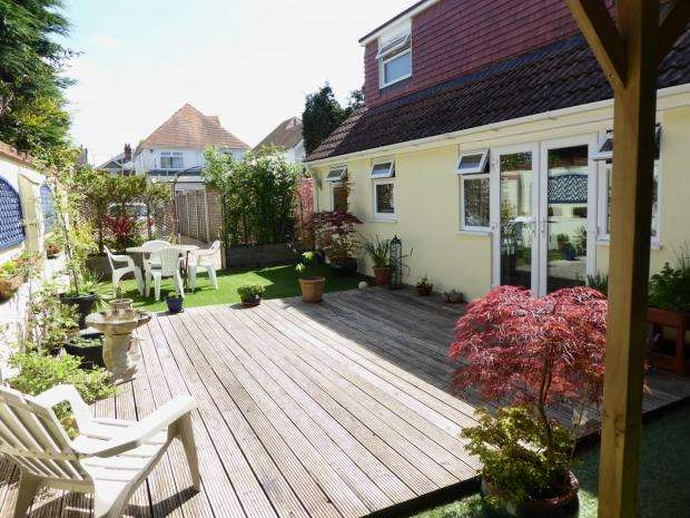 2 Bedrooms Detached Bungalow for sale in Richmond Park Crescent Queens Park Bournemouth
