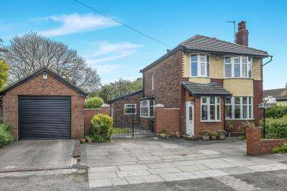 3 Bedrooms Detached House for sale in Lancaster Avenue, Widnes, Tarbock, Cheshire, WA8