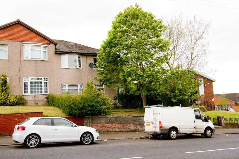 3 Bedrooms Flat for sale in Castlemilk Road, Croftfoot