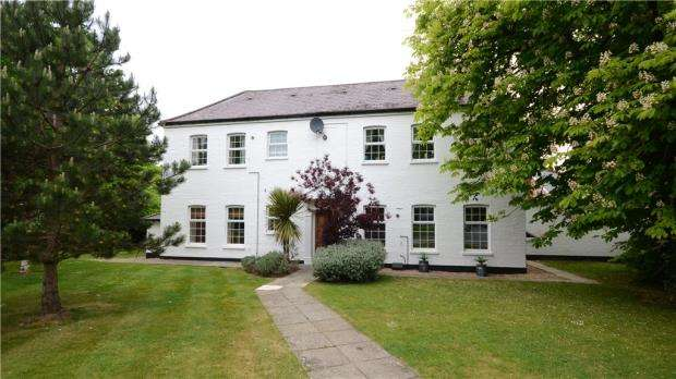 2 Bedrooms Apartment Flat for sale in Warfield Chase, Oxfordshire Place, Warfield