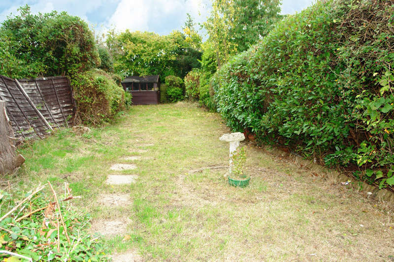 2 Bedrooms Semi Detached Bungalow for sale in Lynhurst Avenue, Berrylands, Surbiton