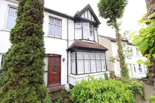 3 Bedrooms Semi Detached House for sale in Broomhall Road, London, Greater London, CR2 0PX