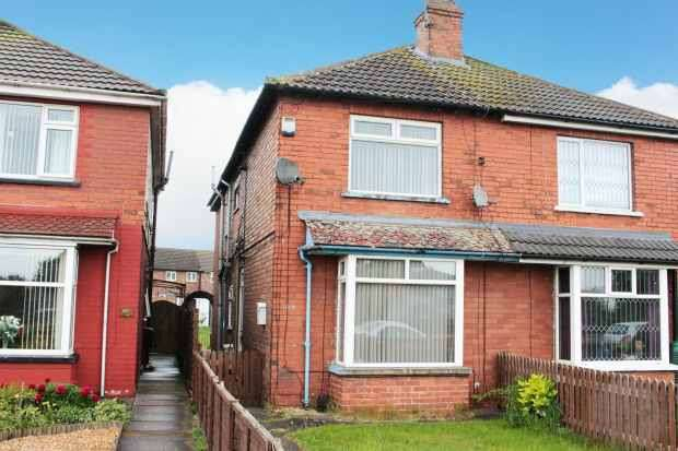 3 Bedrooms Semi Detached House for sale in Queensway, Scunthorpe, South Humberside, DN16 2JJ
