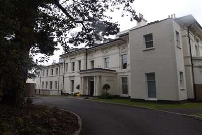 3 Bedrooms Flat for rent in Crofton Mansions, L17 6BT