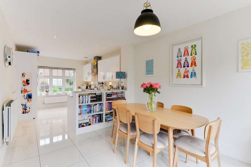 4 Bedrooms Detached House for sale in Hereford Way, Royston, SG8
