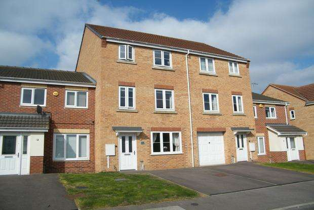 4 Bedrooms Terraced House for sale in Longfield Avenue, Bilborough, Nottingham, NG8