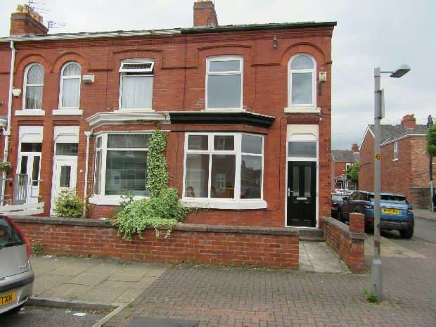 3 Bedrooms End Of Terrace House for sale in Albion Street, Old Trafford, Manchester