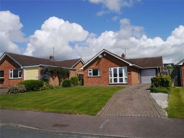2 Bedrooms Detached Bungalow for sale in The Mayalls, Twyning, Tewkesbury, Gloucestershire
