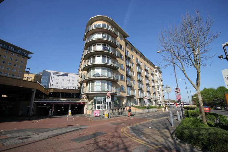 2 Bedrooms Flat for sale in Bergenia House, Bedfont Lane, Feltham, TW13