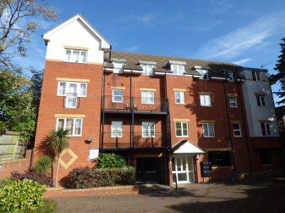 2 Bedrooms Flat for sale in Garfield Road, Enfield