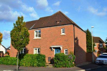 3 Bedrooms Semi Detached House for sale in Lyneham Drive, Quedgeley, Gloucester, Gloucestershire