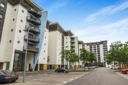 2 Bedrooms Flat for sale in Ravenswood, Victoria Wharf, Cardiff Bay, Cardiff