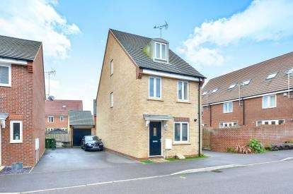 3 Bedrooms Detached House for sale in Kay Grove, Oakridge Park, Milton Keynes