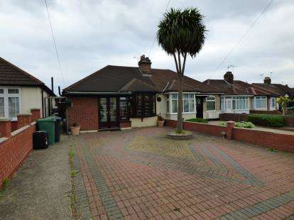 2 Bedrooms Bungalow for sale in Eastcote Lane, Northolt, Middlesex
