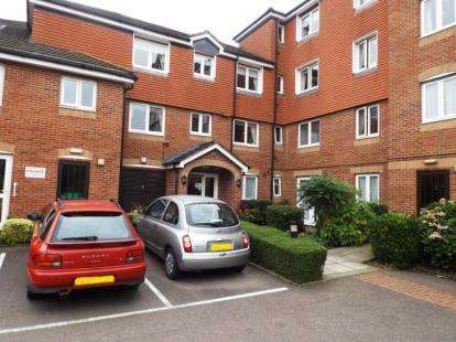 1 Bedroom Retirement Property for sale in Hudsons Court, Darkes Lane, Potters Bar, Hertfordshire