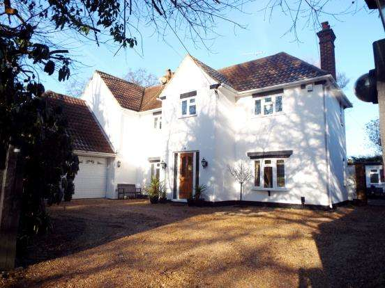 5 Bedrooms Detached House for sale in Yateley