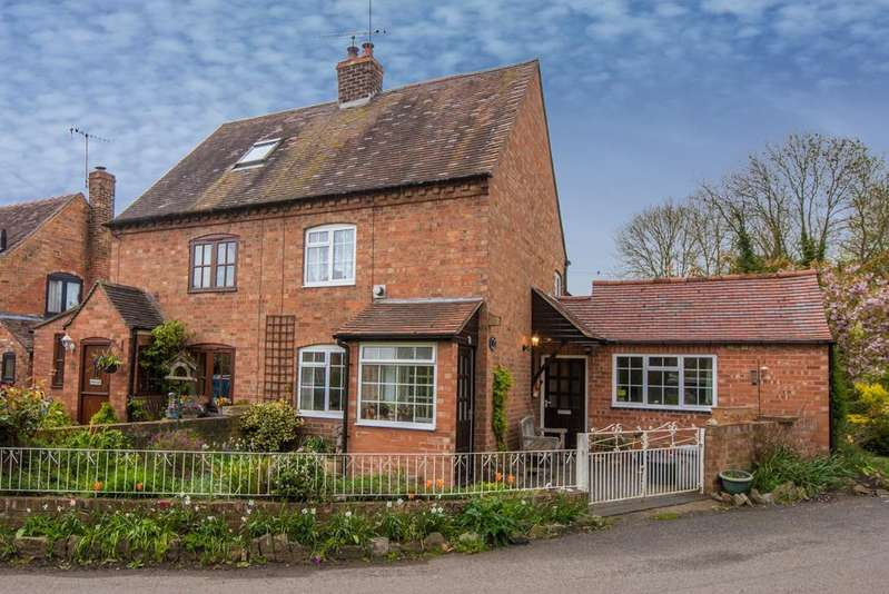 2 Bedrooms Semi Detached House for sale in The Bank, Bidford-On-Avon, Alcester