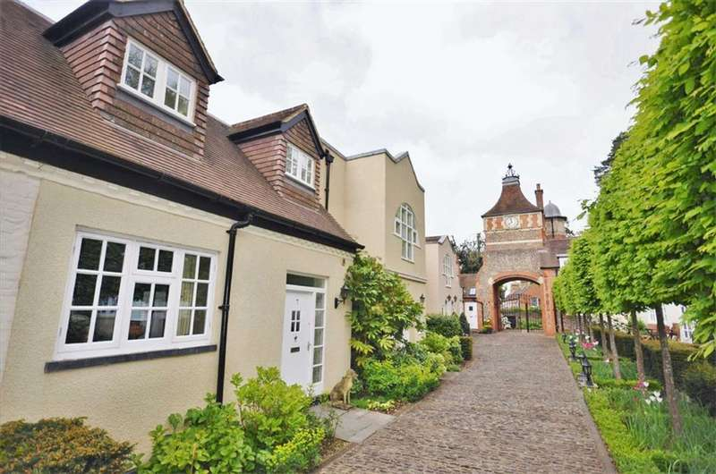 4 Bedrooms House for sale in The Courtyard, Moor Park House Way, Farnham