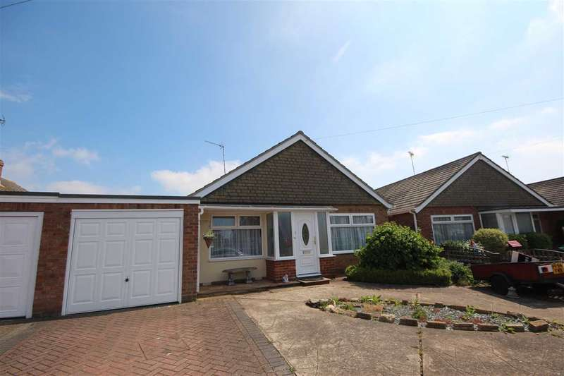 3 Bedrooms Bungalow for sale in Tyndale Drive, Clacton-On-Sea